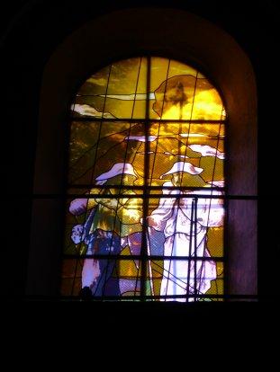 """Het raam """"pelgrimeren"""" in de Kathedraal St.Etienne te Cahors."""